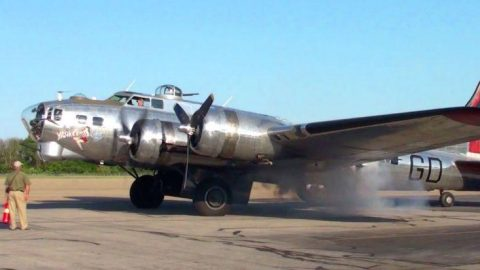 Tremendous Shining B-17 Rumbles Its Smokey Engine – Damn, That's Loud | Frontline Videos