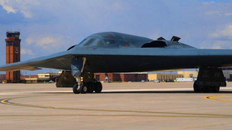 Exactly How The B-2 Can Bomb Anywhere On Earth – It's Easier Than You Think | Frontline Videos