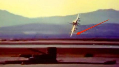 F-100 Super Sabre's Fatal Flaw – Keep Your Eyes On The Wing | Frontline Videos