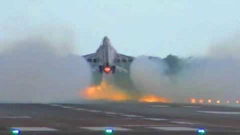 F-16 Blazing Takeoff And Aileron Rolls | Frontline Videos