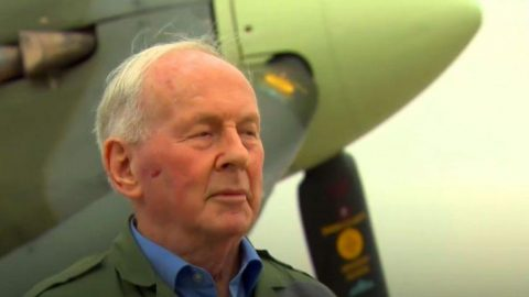 95-Year-Old Luftwaffe Ace Flies Spitfire For First Time – He Has Some Strong Feelings About It | Frontline Videos