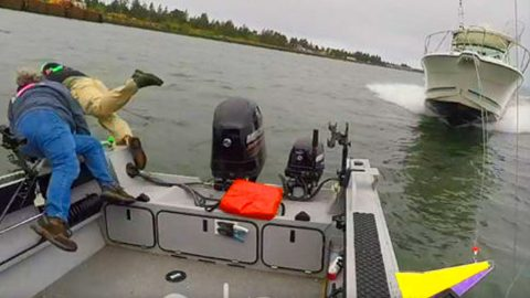 Video Shows The Main Reason Why Texting And Boating Don't Mix | Frontline Videos