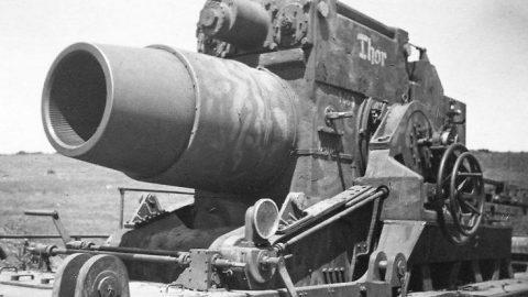 Tremendous 2-Ton Shells Blasting Allied Defenses – Massive Impact   Frontline Videos