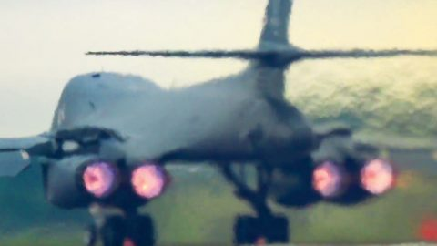 B-1 Lancer's Takeoff Sets Off Car Alarms Yards Away | Frontline Videos