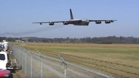 This B-52 Fast And Low Will Send Chills Down Your Spine | Frontline Videos