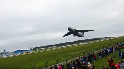 This Is The Screaming Sound Of America's Biggest Military Plane Taking Off | Frontline Videos