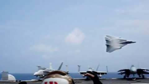 F-14 Tomcat Driver Makes A Crazy Bank Right Over The Deck | Frontline Videos