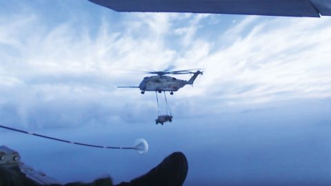 CH-53E Super Stallion Crew Refuels Like A Boss With Huge Dangling Weight   Frontline Videos