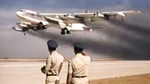 5 Old B-52s Take Off 14 Seconds Apart In This Smokey Video | Frontline Videos