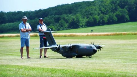 This Huge Rc Can Actually Drops Paratroopers From The Ramp | Frontline Videos