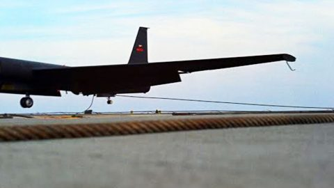 Seeing The Notoriously Unstable U-2 Land On A Carrier Gives New Meaning To The Word 'Aviator' | Frontline Videos