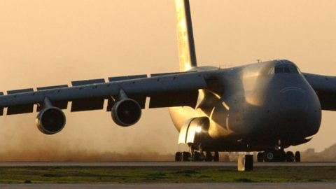 Gigantic C-5 Ends Up On Short Field, Now Has To Take Off | Frontline Videos
