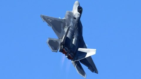 F-22 Takes Vertical Climbing To A New Extreme | Frontline Videos