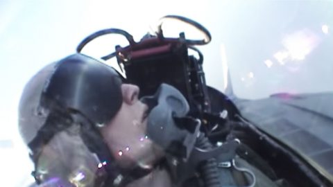 F-14 Tomcat Hi-Speed Low-Level Maneuvers That'll Blow You Mind | Frontline Videos