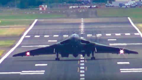Vulcan Pilot Does A 'Head-On Wheelie Style' Landing To Air Brake | Frontline Videos