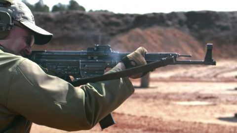 How To Use WWII's First Assault Rifle Like A Pro | Frontline Videos