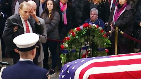 Bob Dole Rises From Wheelchair And Salutes Late George H.W. Bush To Pay His Respects | Frontline Videos