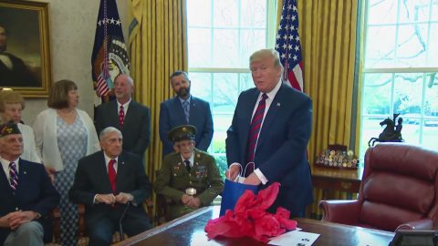 Trump Honors 4 WWII Vets In Oval Office | Frontline Videos