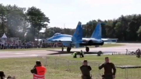 Mig Clears Out Crowd On Take Off | Frontline Videos