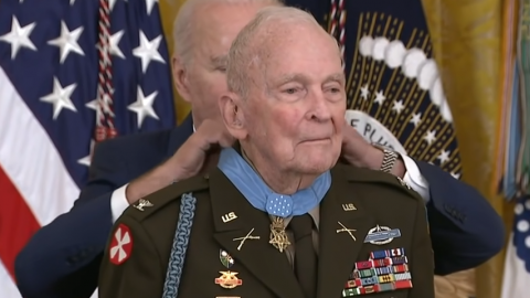 After 70 Years, Medal Of Honor For Army Ranger Who Led 60 Men In Korean War | Frontline Videos
